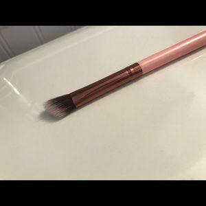 Luxie 207 medium angled shading brush